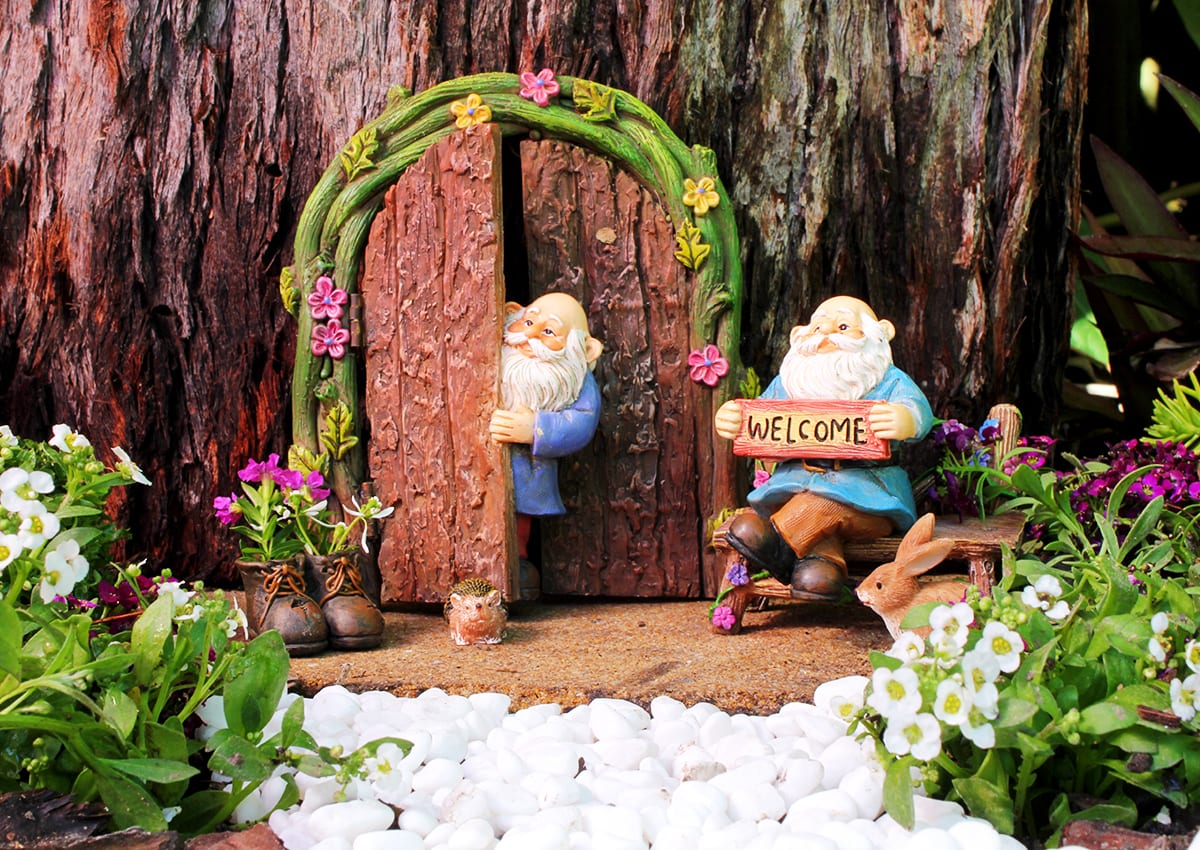 10 DIY Welcome Signs For Your Fairy Garden